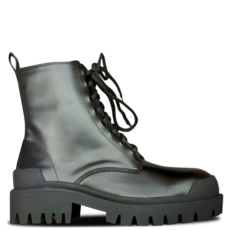 Фото Balenciaga Strike Leather Ankle Boots Patent